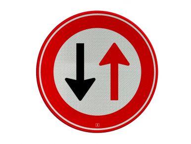 Verkeersbord 'Voorrang aan tegenligger bij vernauwing'