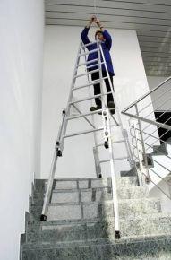 Dubbele ladder met uitschuifbare voeten 2x7 treden